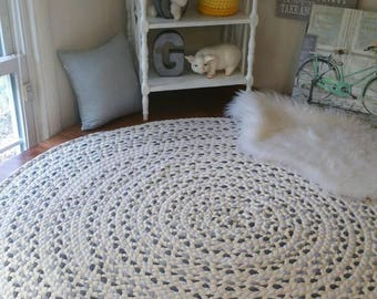 """Gray braided rug with white 60"""""""