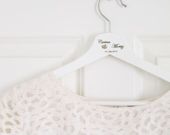 Set of 2 - personalized coat hanger with a name and date for wedding dress / wedding suit