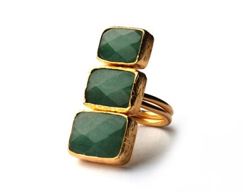 Verticle Three Small to Large Green Jade Stones Ring
