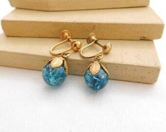 Vintage Turquoise Blue Art Glass Bead Gold Tone Flower Screw On Earrings K28