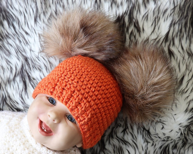 Crochet double pom pom hat- Fur pom pom beanie - Gender neutral baby hat - Winter hat - Halloween Hat - Orange hat- Baby beanie- Crochet hat
