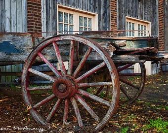 Wagon photographie, photographie de paysage, décor de ferme, Art mural, roue de Wagon, photographie couleur, marron, bleu, rouille