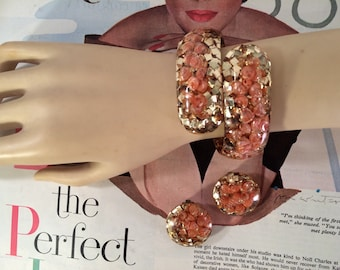 1950s 60s Confetti Lucite Clamper Bracelet and Earring Set -- Peach Seashells and Gold Glitter