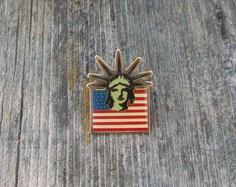 Vintage American Flag Statue of Liberty Pin 1980s