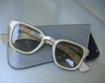 Amazing Vintage Polaroid 3D Viewing Glasses