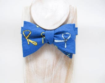 Blue tie-a-tie print freestyle thistle bow tie