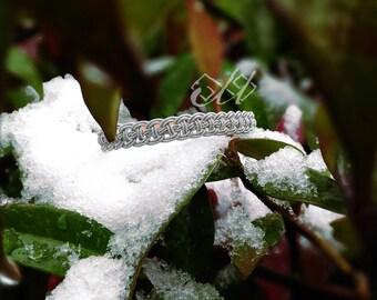 Valljás | Bracelet en cuir et fil d'étain | Inspiration bijoux scandinaves et finno-ougriens | Tenntråd