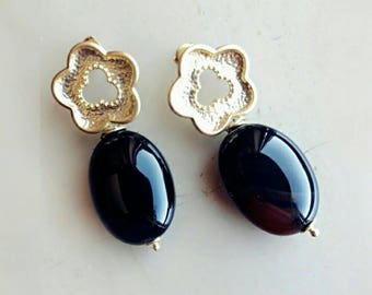 Black onyx earrings, gold earrings, flowers earrings, gift for mum, mothers day, gift for her, every day earrings, sensitive ears