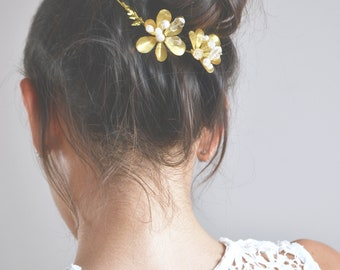 Vine, Crown, tiara flowers, golden leaves. Applying hair, hair jewelry Bohemian, romantic, floral, antique and delicate.