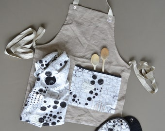 natural kitchen full linen apron with 1x matching kitchen towel and a pair of potholders - foodie gift - black and white - modern kitchen
