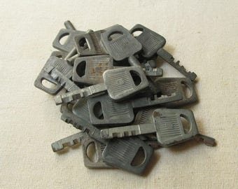 10 pcs Vintage Keys, Flat Keys, Old Keys, Steampunk Keys, Strange Keys, Keys Collections, Salvaged Keys, Instant Collection