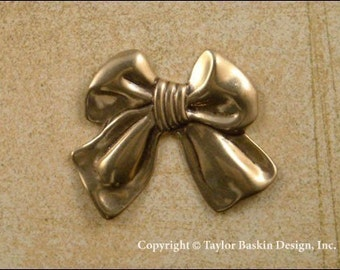 Dapped Bow Charm in Antique Polished Brass (item 203-large AG) - 6 Pieces