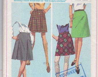 Simplicity 7216 CLEARANCE Vintage  Pattern Womens  Mini Skirt In 2 Lengths and 4 Styles Waist Size 25 UNCUT