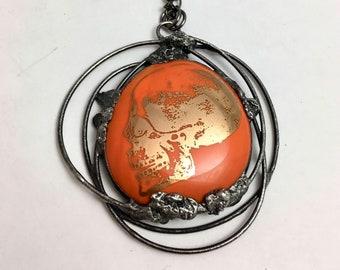 Orange verschmolzen Schädel | Gold Schädel | Glasmalerei-Anhänger | Eklektische Schmuck