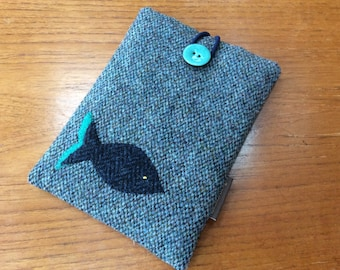 Sleeve for Kindle paperwhite in HARRIS TWEED, kindle voyage, Fire 6 HD, Kobo, Nook cover case, blue fish
