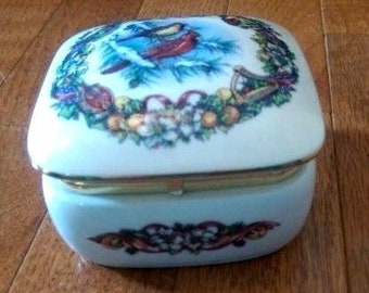 Vintage Melodies of Christmas Joy to the World Music Box - Heritage House