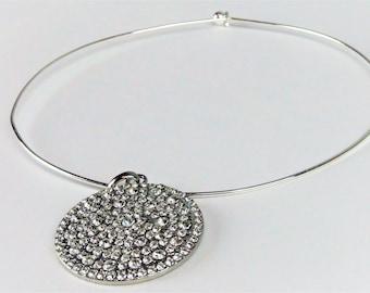 Round Pendant Choker Necklace