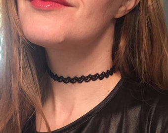 Birdy Choker (Tatted neck-lace)