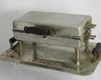 Antique waffle iron from Universal early 1900's would make a great display for the kitchen