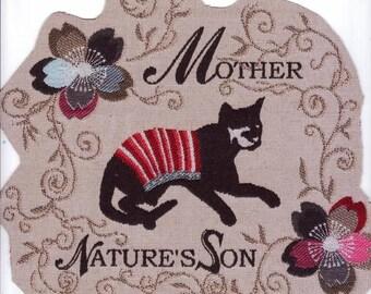 Application textile à coudre jacquard :  chat sur impression de broderie et fleurs 23 x 24cm
