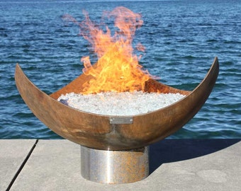 The King Isosceles 37 inch Sculptural Firebowl