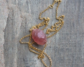 Strawberry Quartz Necklace, Raw Stone Necklace, Gift for Her, Mom Gift, Raw Crystal Jewelry, Heart Chakra Necklace, Red Fire Quartz Necklace