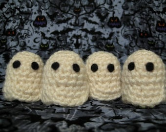White crochet ghosts, small stuffed white crochet ghosts