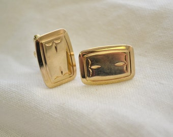 1970s Hickok Gold Rectangle Cuff Links