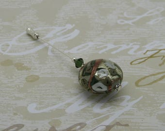 Green and white flowers pin