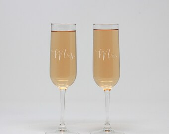 Personalized Champagne Flute, Mr & Mrs Champagne Flute, Champagne Glass, Toasting Flutes, Wedding Flutes, Wedding Gift --27426-CF01-028