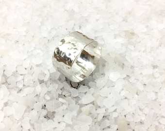 Hammered band ring//hammered ring