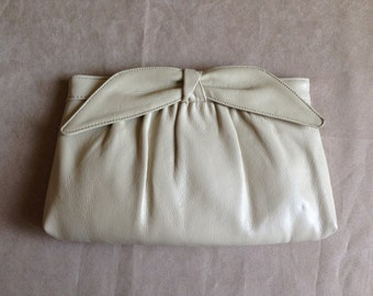 1970s leather bow clutch | cream white leather bag