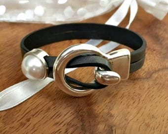 Leather and pearl jewelry   Leather wrap bracelet   Women bracelet   Silver wrap bracelet   uno do 50   Gift for her   Feminine jewelry