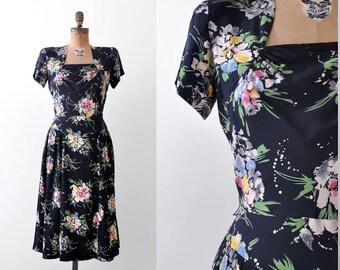 1940's watercolor dress. vintage. 40 floral dress. rayon. navy blue. pastel print. m.