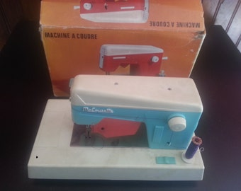 """Machine sewing """"MA COUSETTE"""" old toy in box"""