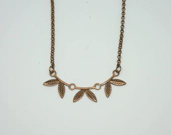 Simple necklace with copper chain and connector