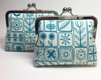 Kisslock Clutch Purse/Makeup bag - Medium - Spring Floral - Laminated cotton