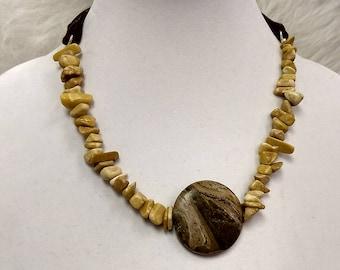 Stone ribbon necklac