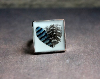 Square 2 cm, Adjustable ring resin and 2 feathers