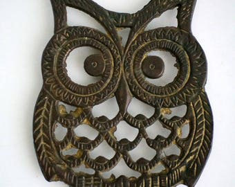 Metal owl trivet, brass look, vintage kitsch MCM style decor accent