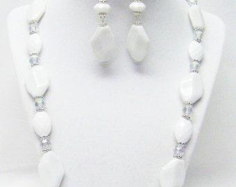 "White Oval Acrylic Bead Necklace/Bracelet & Earrings Set (23.5"")"
