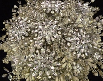 Great Gatsby wedding bouquet with large flower brooch in ivory, 1920's style bouquet, Brooch bouquet, Silver bouquet, beaded.