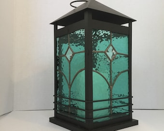 Stained glass lantern indoor/outdoor-green