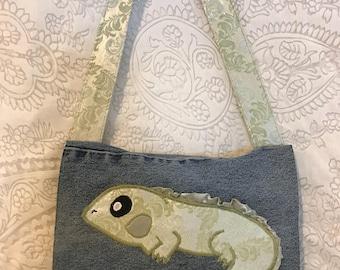 Light hearted lizard messenger bag