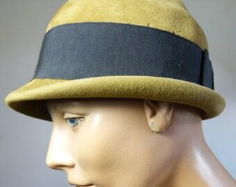 Golden brown velvet JEAN BARTHET cloche hat - fall winter designer fashion - French 50s vintage