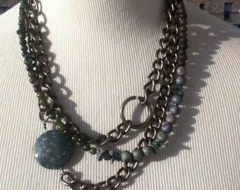 Gorgeoous unique metal chain stone necklace