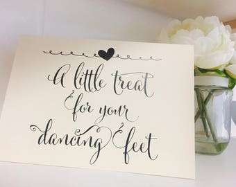 Rustic/Vintage 'tent fold' Wedding/Party 'A little treat for your dancing feet' sign-perfect to spoil your guests!