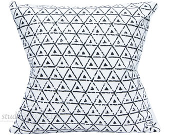 Black and White Pillow Cover - Broken triangle  - 20X20 - decorative pillow cover - bohemian - ready to ship