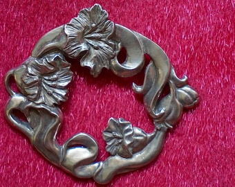Beautiful Vintage 80s Signed Seagull Pewter Round Floral Brooch. Beautiful Detailed Vintage 80s Seagull Pewter Round Floral Brooch.