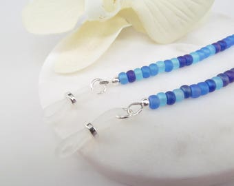 Sea glass blue eyeglass chain in frosted seed beads - reading glasses - glasses chain - glasses leash - glasses holder